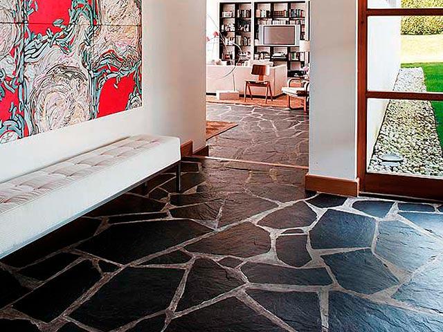 Revestimiento pizarra para suelo. Pizarra irregular para suelo interior y exterior. Slate flooring.