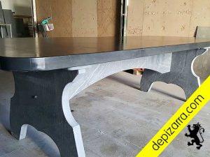 Elegante mesa de pizarra natural. Mesa auténtica pizarra natural para hogar, casa, interiores y decoración. Diseños personalizados.