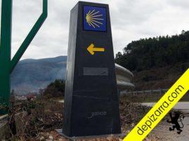 Hitos en pizarra natural para el Camino de Santiago de Invierno. Superficie pulida y triple coating. Fábrica mouteira pizarra.