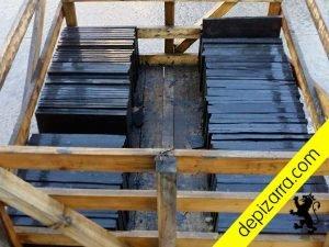 Plaqueta 35x25cm y 1,5cm de pizarra natural para suelo exterior. Pizarra plaqueta suelo.