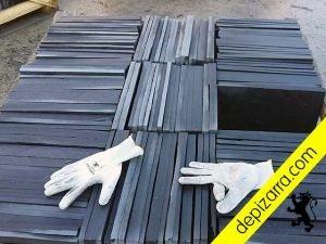 Plaqueta 35x25cm y 1,5cm de pizarra negra del Bierzo para suelo exterior. Plaqueta suelo exterior.