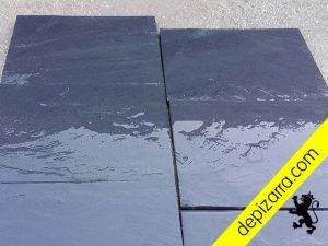 Plaqueta 35x25x1,5cm de pizarra negra del Bierzo. Plaqueta dos caras naturales. Suelo plaqueta pizarra. Pizarra para suelo, paredes, fachada, revestimientos y exterior.