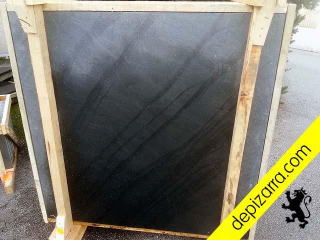 Tratamiento superficial arenado fino en placa de pizarra natural 120x120x3cm.