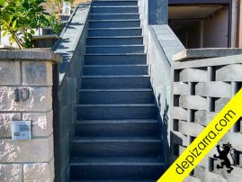Escalera de pizarra natural del Bierzo.