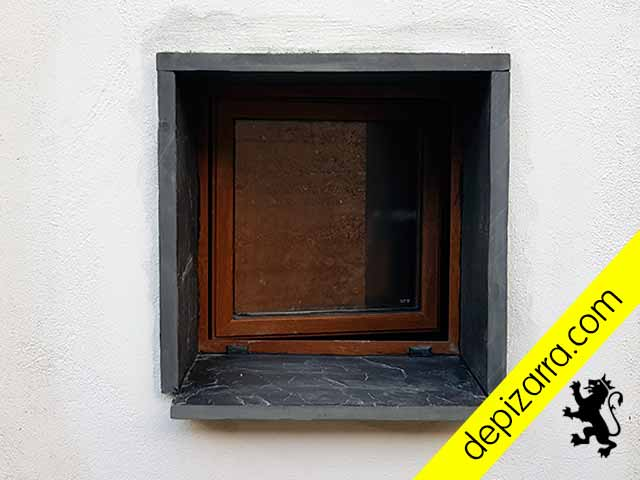 Cerco ventana en pizarra natural.