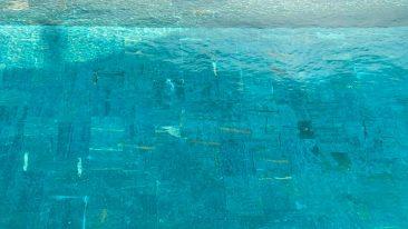 Pizarra verde para piscina balinesa.